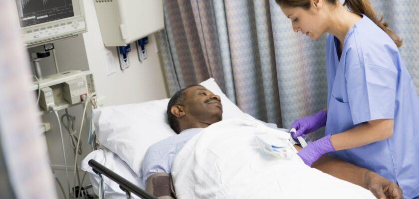 Медсестра Оказывает Неотложную Помощь