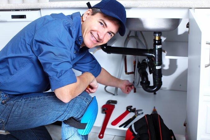фотография рабочего дня слесаря сантехника художник-график